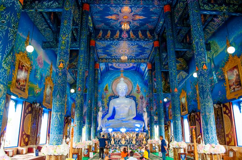 青い寺ワットロンスアテン
