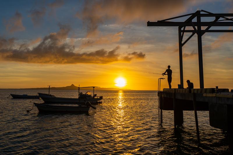 備瀬の夕日と伊江島