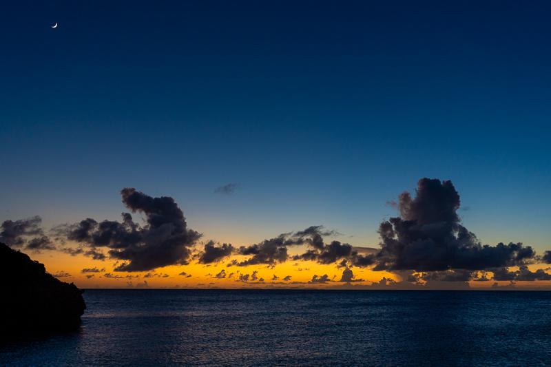 与論島のヨロン駅から見る夕日