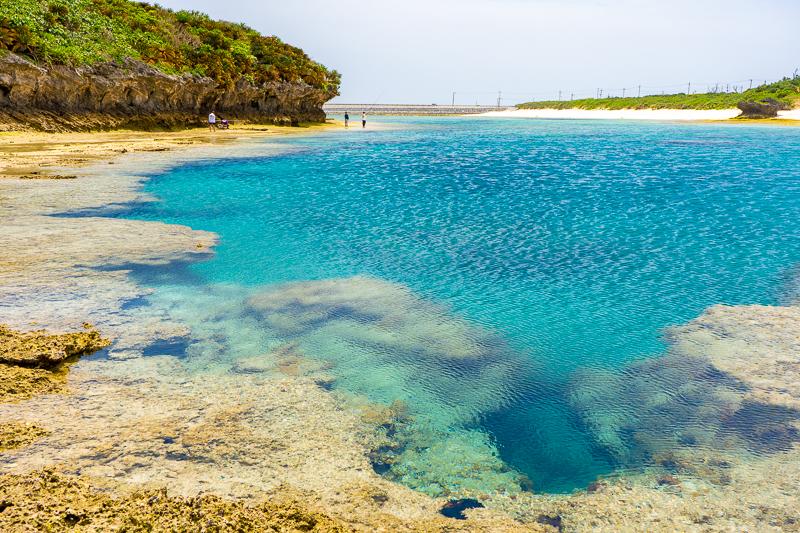 伊平屋島にあるフライパン島の海