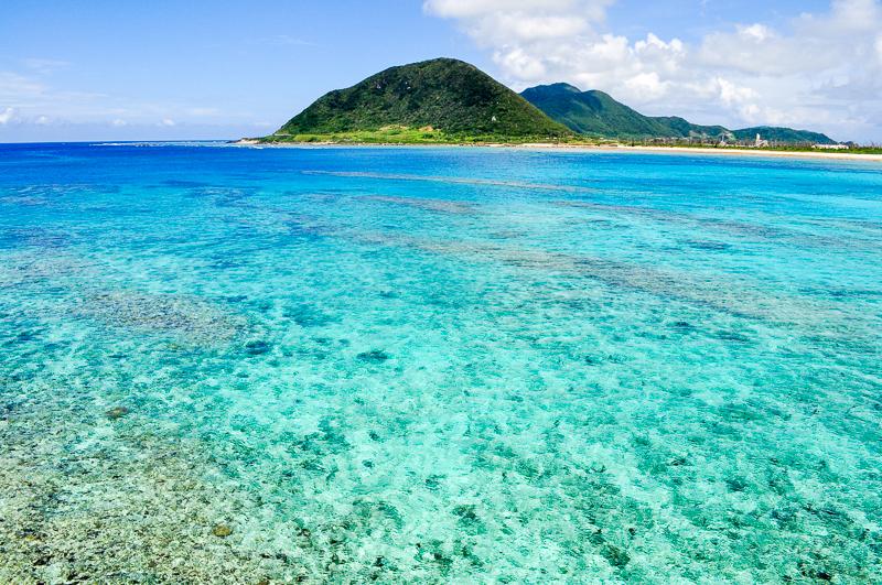 伊平屋島の野甫大橋から眺める海