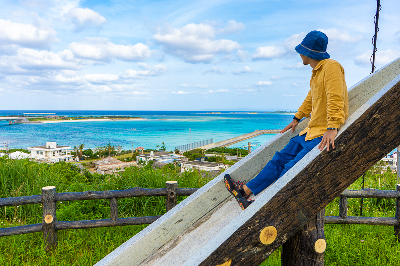 伊平屋島の野甫島展望台にある滑り台