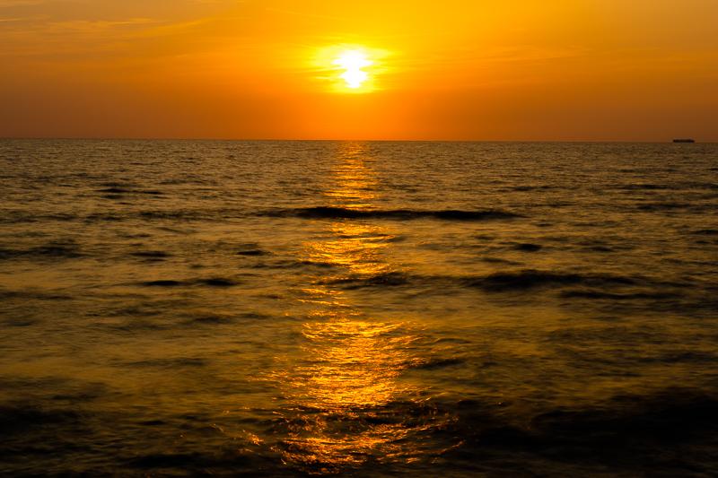 宮城海岸から見る夕日