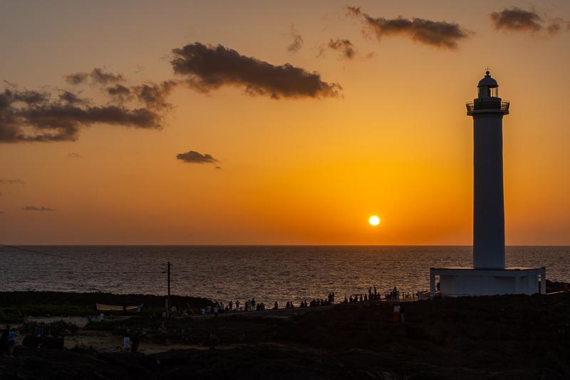 残波岬から見る夕日