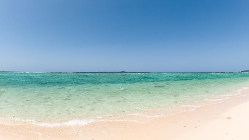瀬底ビーチと伊江島タッチュー