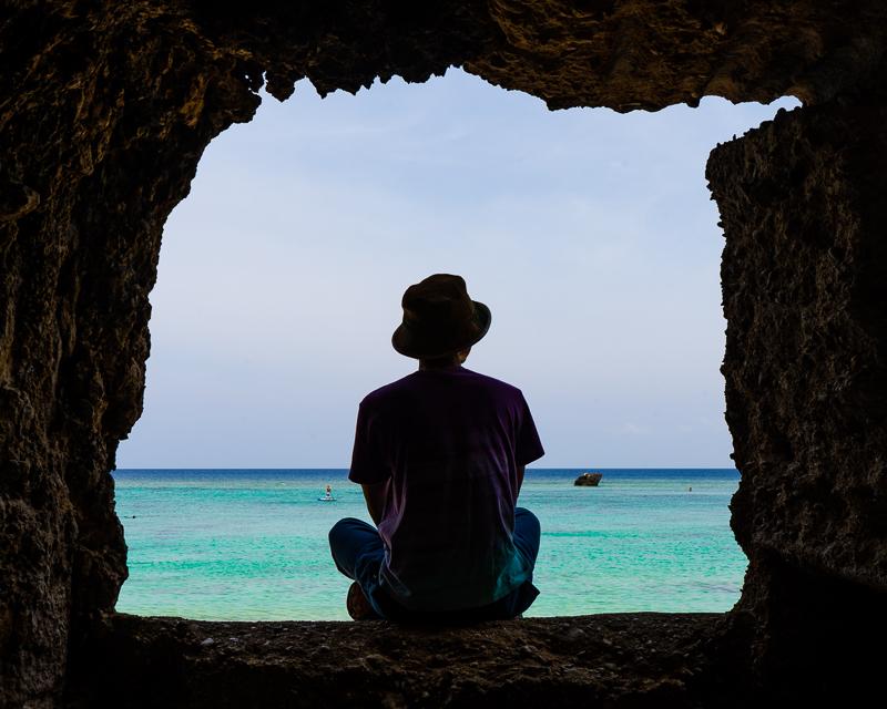 ザネー浜の岩の窓