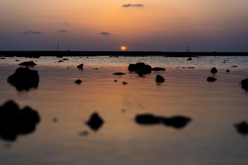 瀬長島ウミカジテラスの夕日